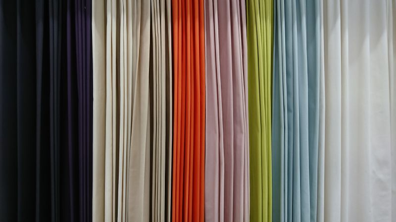 長野県内最大級の絨毯・カーテン専門店